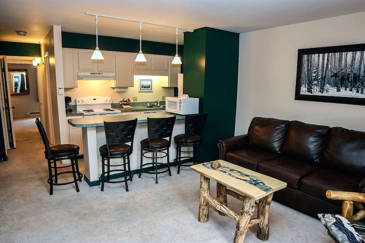 King bed condo, Minutes from Downtown Estes Park, 1 mile from National Park