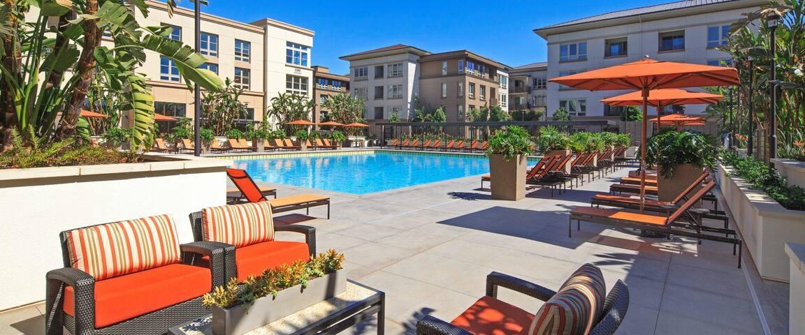 Resort Style Modern 2 Bedroom - Irvine - Apartamento