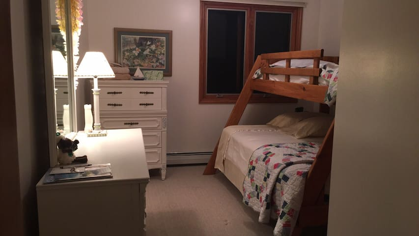 2nd Bedroom with the twin bed OVER the Full bed