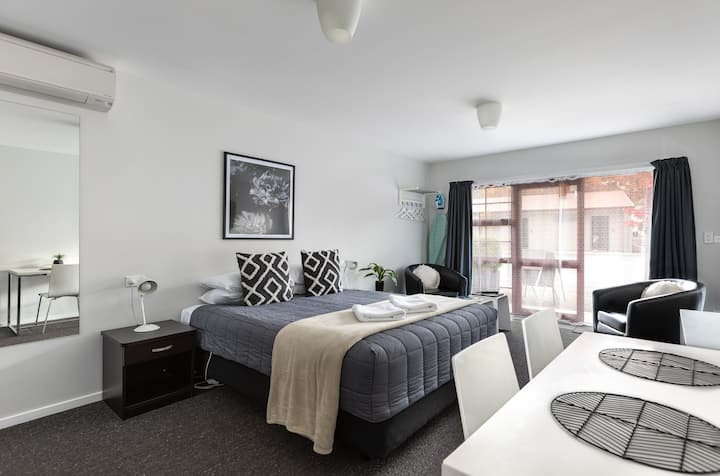 Queen Studio at Arrowtown Motel Apartments