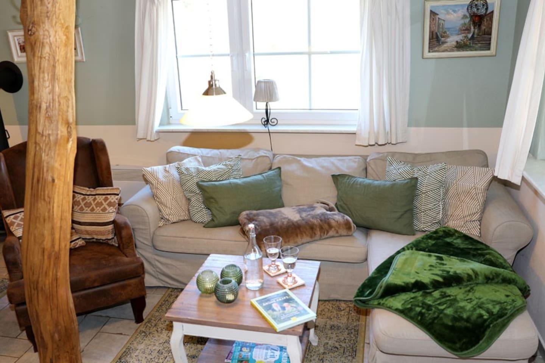Unser gemütliches Sofa ist der beste Ort der Welt nach langen Spaziergängen und Ausritten!