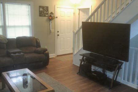 Nice room in a clean home - Christiansburg