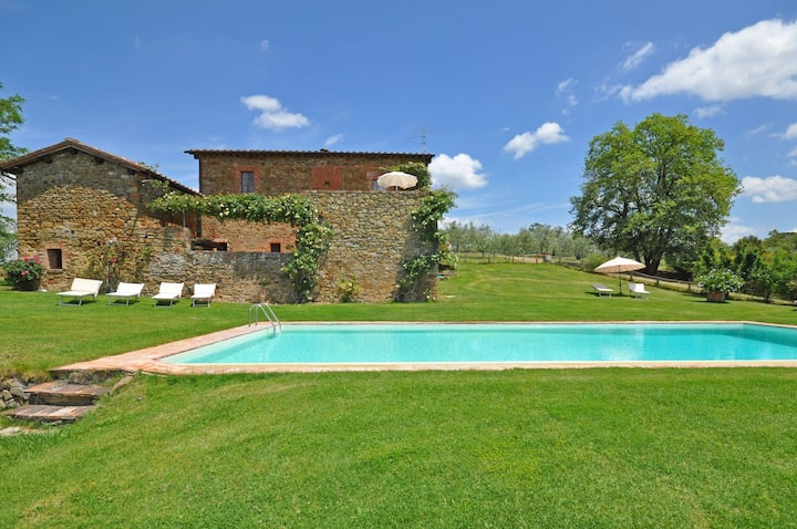 Orietta 2- Vacation rental in country house with swimming pool near Siena, Tuscany