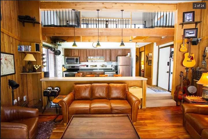 New Listing! Mountain Side Retreat! Loft! Views! Walk/Bus to the Slopes!