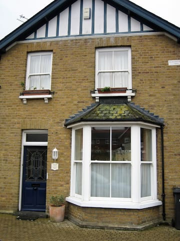 Airy Victorian Villa Close To The Town Houses For Rent In Braintree England United Kingdom