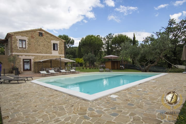 Villa Gioia,immersed in the magnificent olive groves