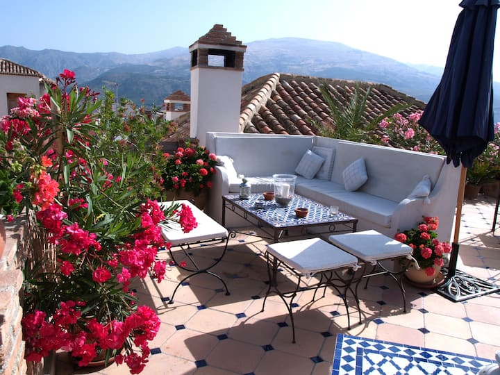 Casa Aire de Lecrin Boutique B&B views & pool
