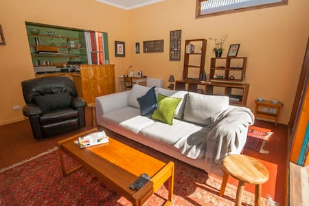 Hip Retreat in the Heart of Fitzroy - Fitzroy - House