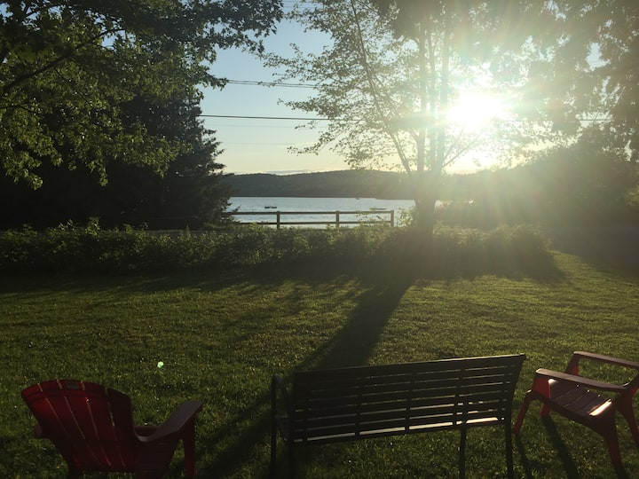 Spacious lake Selby cottage with best sunset views
