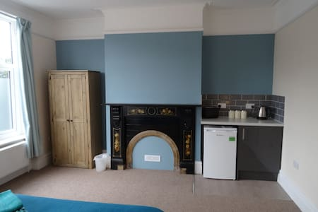 LARGE STUDIO ROOM WITH PRIVATE KITCHEN AREA - Lincoln - Hus
