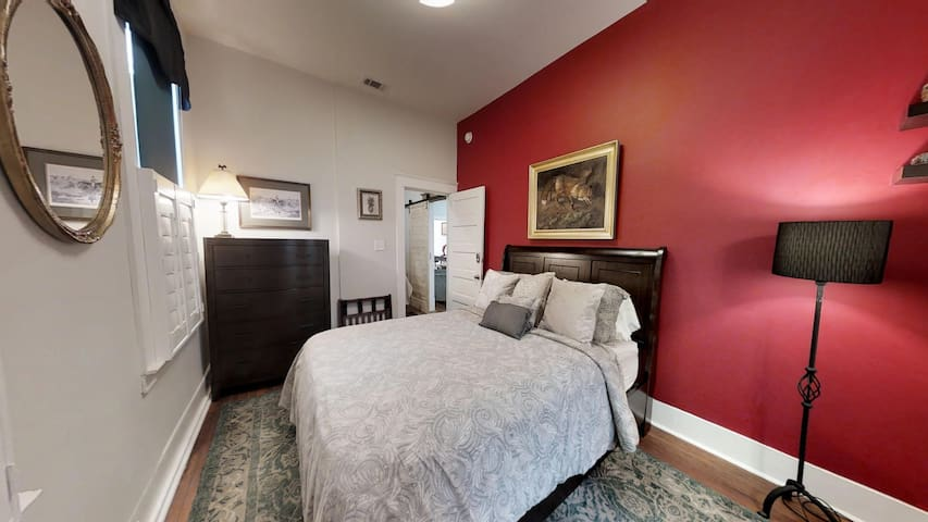 Second en-suite w/queen bed. Serta pillow top mattress.  Private Full bath attached w/ claw tub/shower.