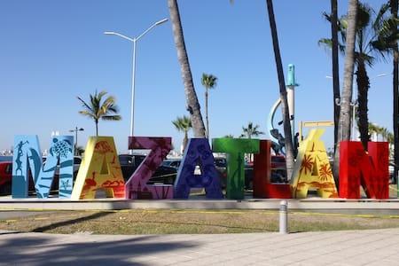 Habitación a media cuadra de la Playa y Olas Altas - Mazatlán - 独立屋