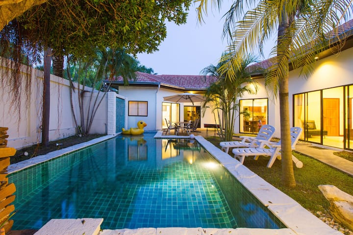 4 bedroom Pool Villa + 200 m walk to private beach