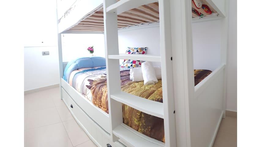 ⚡ Bunk bed Room Cafè del Mar + car rental deal ⭐