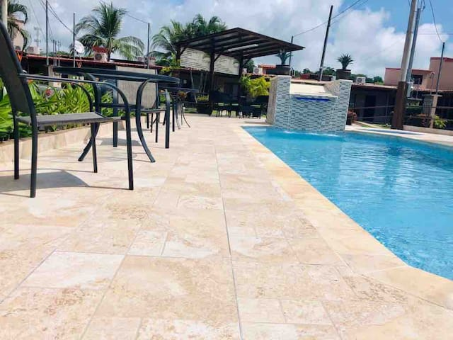 Poolside Condo, close to the Beach in Midtown Jaco