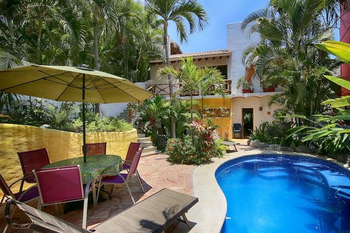Casa Dos Amigos, 4BR, pool, 1 blk to beach&center