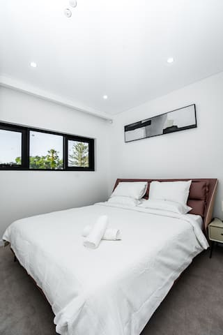 Private Room - King bed, cosy & fashion townhouse