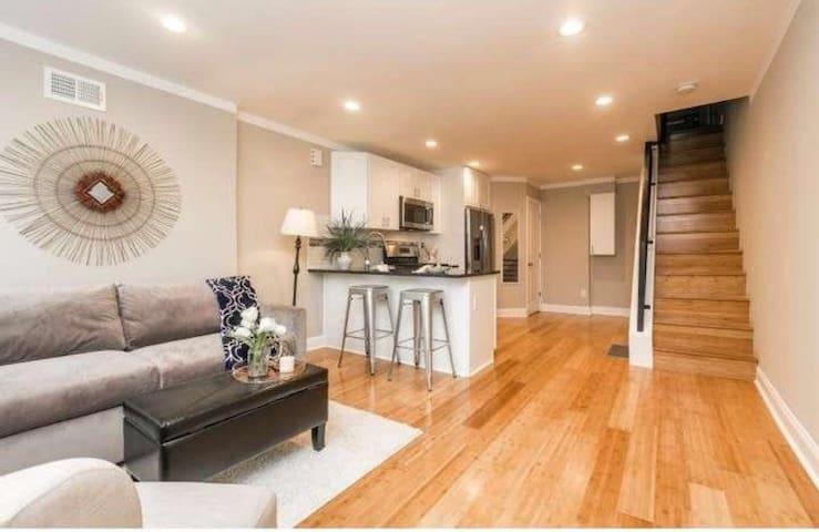 2Br Home in Philadelphia - Philadelphia - House