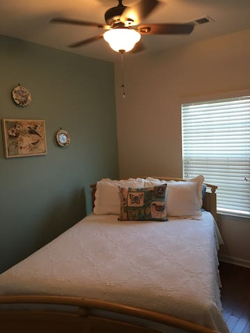 Private bedroom and bath near Charleston SC