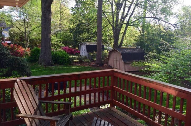 Quiet 1/1 Suite in the beltway of Raleigh!