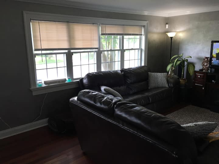 Comfortable 3-bedroom House near Sesame Place