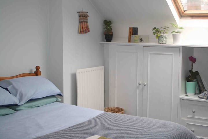Double En-Suite Room in Eco Friendly Cat House