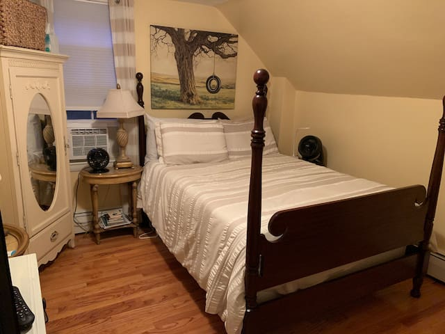 1900 house 2 (private room) discount for long stay