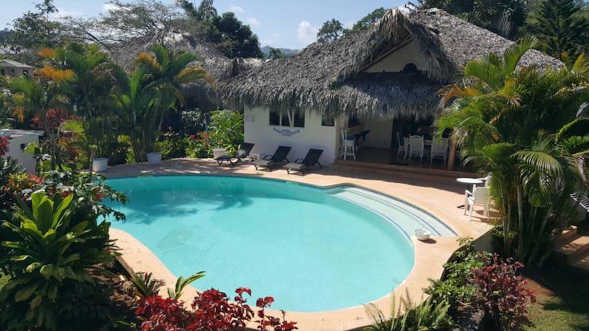 Villa Mona Tropical - Spacious room view pool