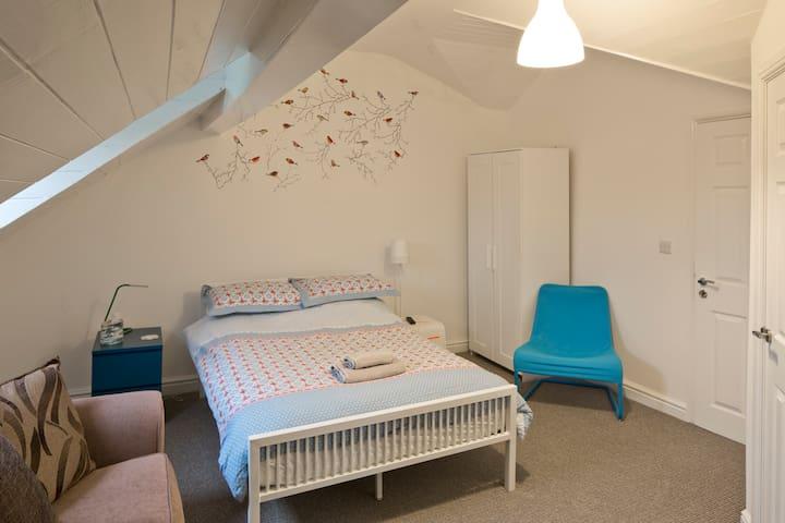 Ensuite Loft Room Regent Sq. - Doncaster