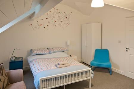 Ensuite Loft Room Regent Sq. - Doncaster - Rivitalo