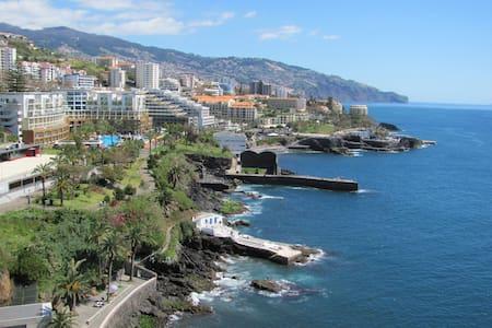 Apartamento com vista espectacular sobre o Mar