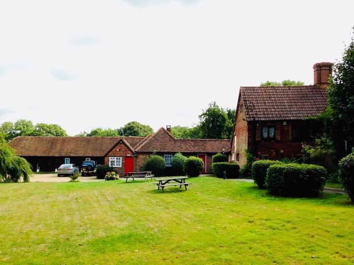 Oldlands Farmhouse Gatwick Free Parking for 5 days