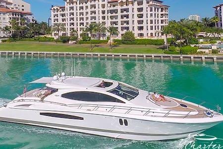 (8hrs Day Charter) 75' Lazzara Luxury Yacht - Miami Beach - Barco