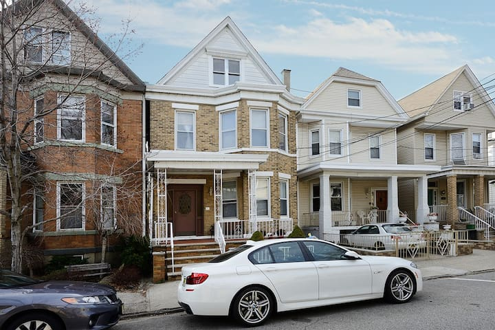 Spacious Home Located in Historic Weehawken, NJ! - Weehawken - Maison