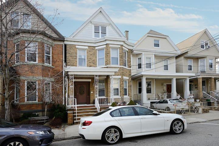Spacious Home Located in Historic Weehawken, NJ! - Weehawken - Casa