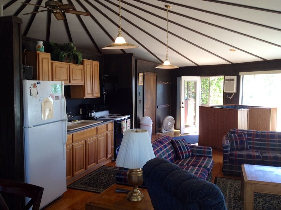 Petoskey mi 7 bedroom vacation home houses for rent in for 7 bedroom house for rent in michigan
