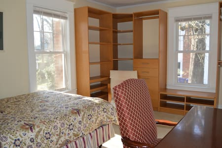 Single room next to UNC, downtown Chapel Hill - Chapel Hill
