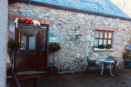 Purcells@Knockdrinna, charming cottage in village
