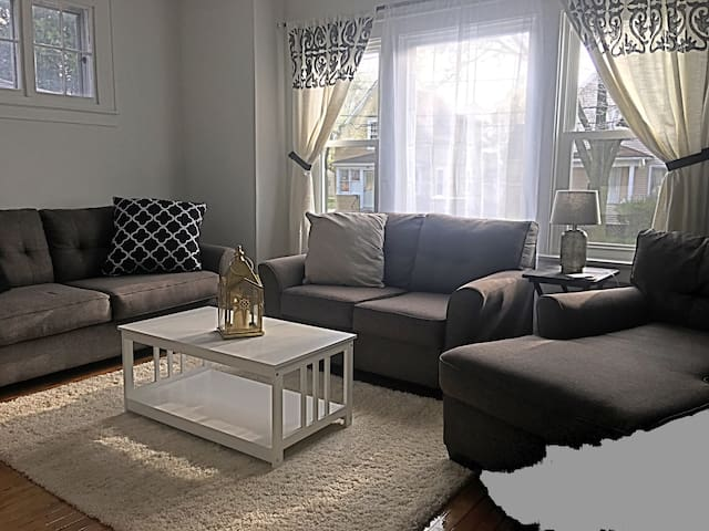 Private Home near Downtown Rochester, Sleeps 16+ - Rochester - Ev