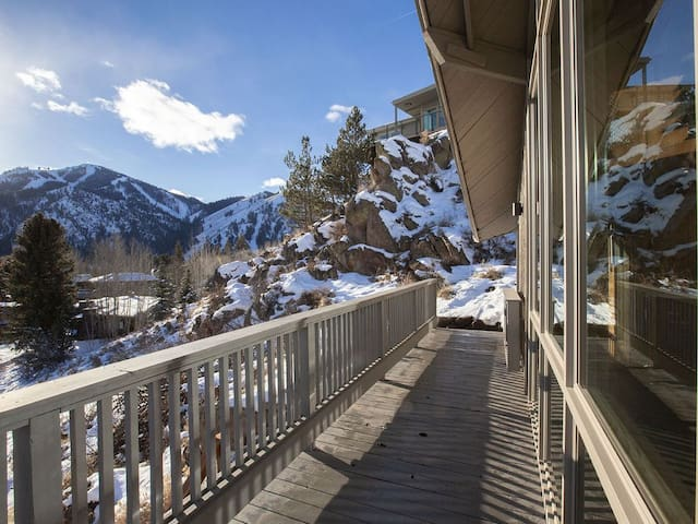 Ketchum Ski Chalet with Views!!