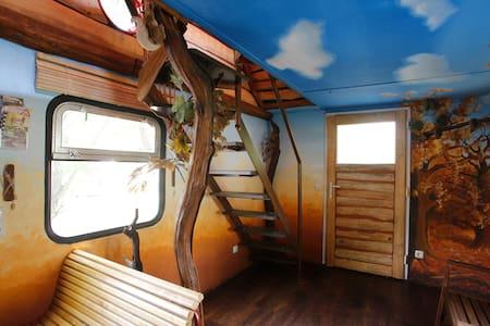 Doppelstock Ferienhaus auf Schienen - Schmilau - Tåg