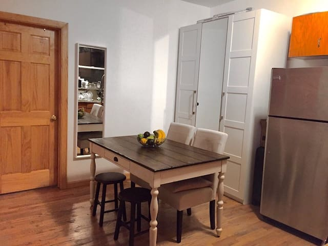 Quiet room in shared apt in popular neighborhood 1