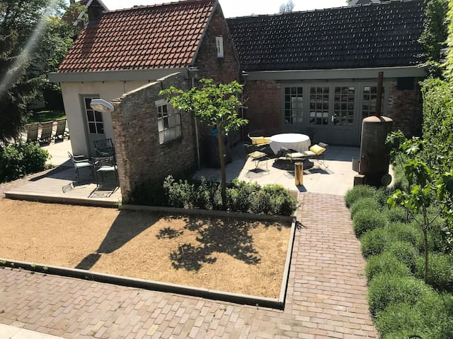 Breda, vrijstaand huis met prachtige tuin!!
