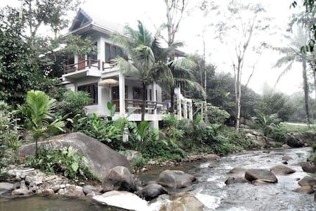 """โฮมสเตย์น้ำตกธรรมชาติ""""ภายในบ้าน"""" - Chanthaburi - Villa"""
