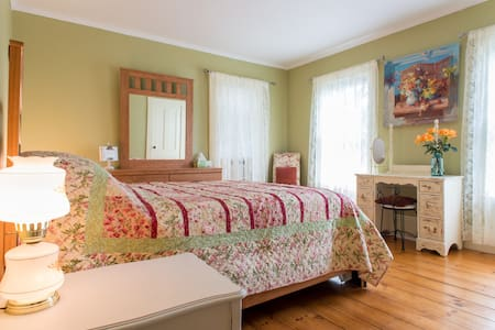 Beautiful Guest Room in Haverhill - Ház