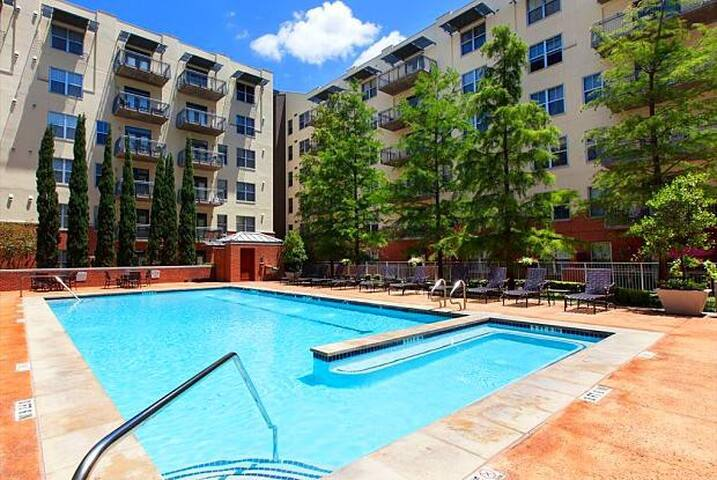 Stunning 2BR in Downtown Austin with Pool and Gym