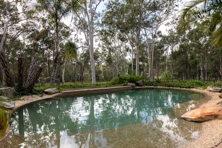 Country Charm with sparkling pool