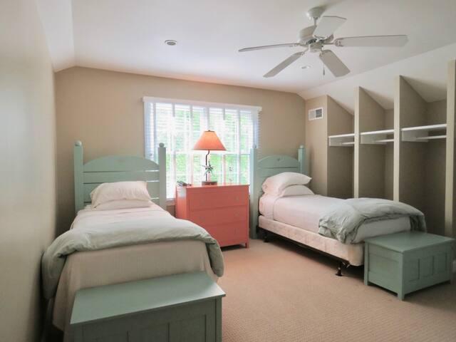 Third floor guest room.