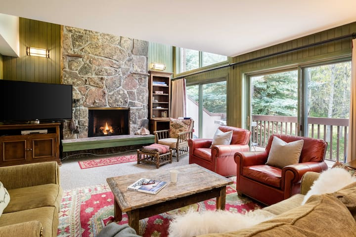 Outpost: Wind River 7 - 4BR, Hot Tub Access