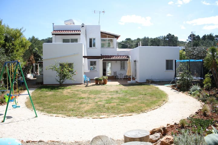 Family house minutes from the beach - Santa Eulària des Riu - Dům